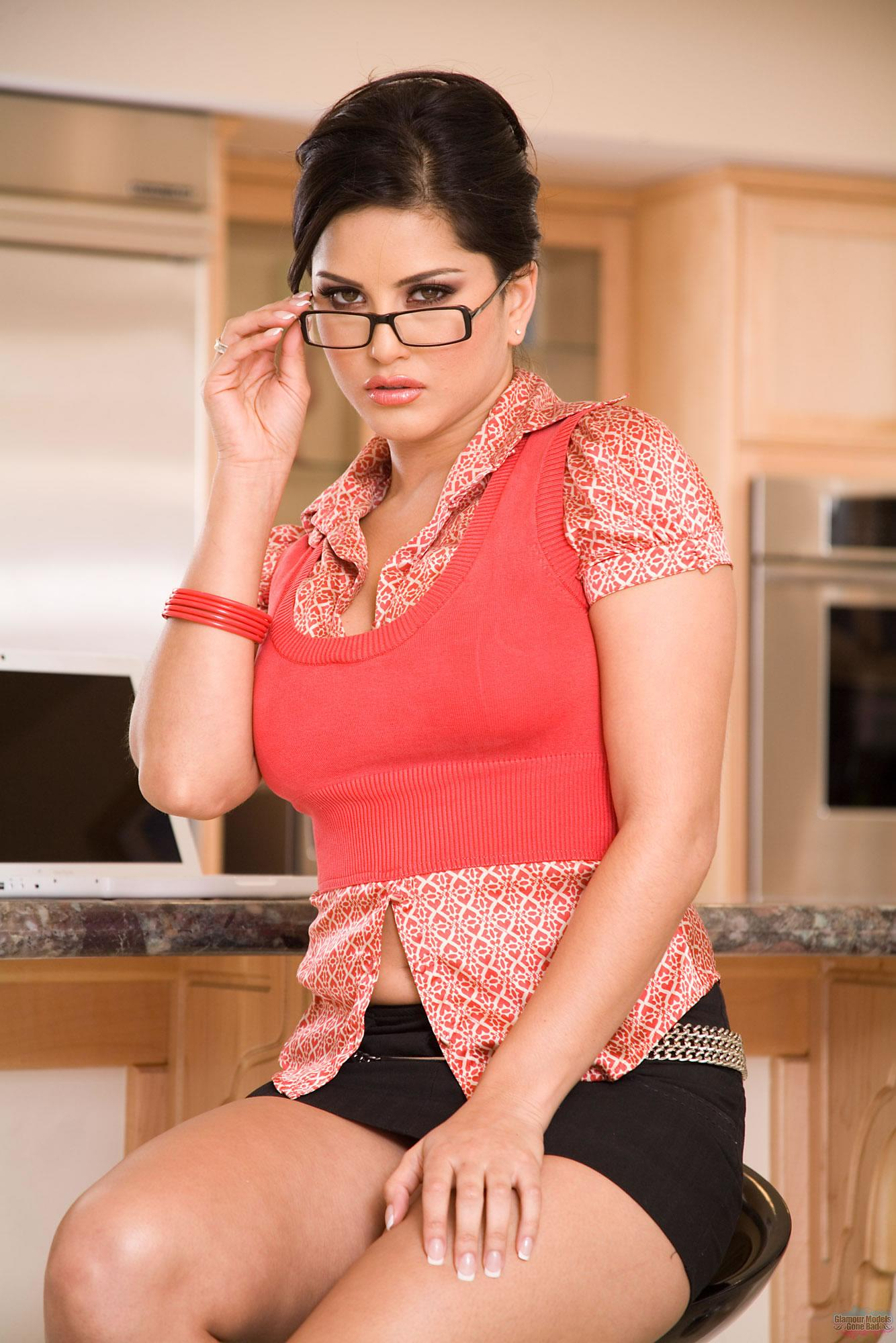 Sultry brunette with big tits Sea J Raw fucking on the kitchen table № 234178 загрузить